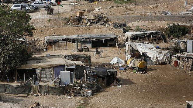 توضيحية: قرية الخان الأحمر البدوية في الضفة الغربية، 21 أكتوبر، 2018. (AP/Majdi Mohammed)