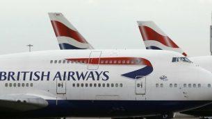 توضيحية: طائرات الخطوط الجوية البريطانية في مطار هيثرو، لندن، 10 يناير، 2017. (AP/Frank Augstein/File)