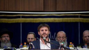 عضو الكنيست بتسلئيل سموتريتش (اتحاد أحزاب اليمين) يلقي كلمة خلال حدث بمناسبة 'يوم القدس' في المعهد الديني 'مركز هراف' في القدس، 2 يونيو، 2019. (Aharon Krohn/Flash90)