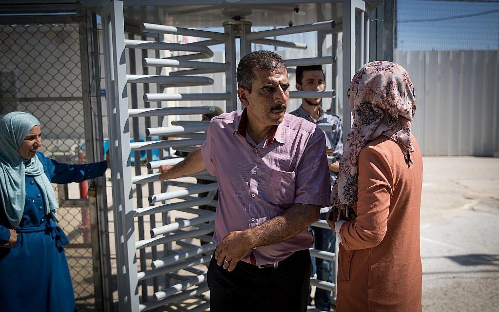 أنور قطوسة، شقيق محمود قطوسة المتهم باختطاف واغتصاب طفلة إسرائيلية في السابعة من عمرها، في محكمة عوفر العسكرية، 19 يونيو، 2019. (Yonatan Sindel/Flash90)