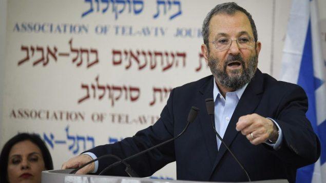 رئيس الوزراء السابق إيهود باراك يعلن عن تشكيل حزب جديد، في تل ابيب، 26 يونيو 2019 (Jacob Magid/Times of Israel)