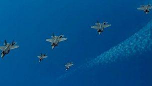 طائرات F-35 من إسرائيل والولايات المتحدة وبريطانيا تشارك في مناورة جوية فوق مياه البحر الأبيض المتوسط في 25 يونيو، 2019. (Israel Defense Forces)
