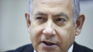 رئيس الوزراء بنيامين نتنياهو يترأس الجلسة الأسبوعية للحكومة في مكتبه بالقدس، 30 يونيو، 2019. ( Oded Balilty / POOL / AFP)