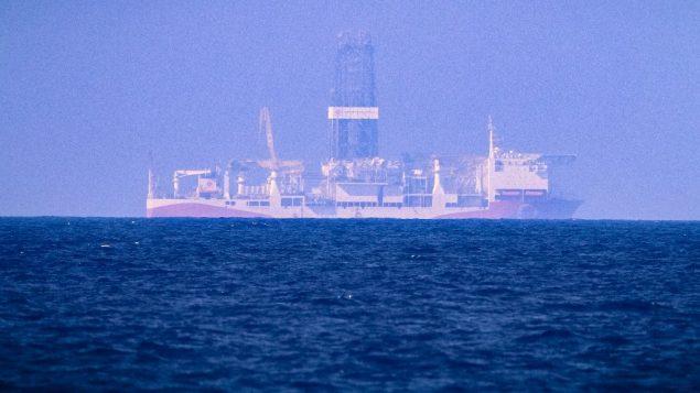 سفينة التنقيب 'فاتح'، التي ارسلتها تركيا للتنقيب عن النفط والغاز في مياه تعتبر منطقة اقتصادية خالصة قبرصية، 24 يونيو 2019 (AFP)