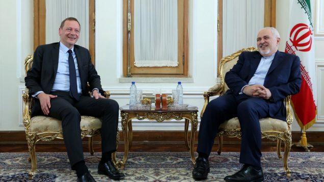 وزير الخارجية الإيراني محمد جواد ظريف يلتقي بالمستشار الدبلوماسي للرئيس الفرنسي، ايمانويل بون، في طهران، 10 يوليو 2019 (ATTA KENARE / AFP)