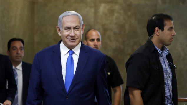 رئيس الوزراء بنيامين نتنياهو يصل جلسة الحكومة الاسبوعية في القدس، 14 يوليو 2019 (RONEN ZVULUN / POOL / AFP)