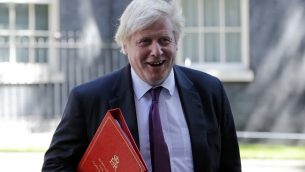 وزير الخارجية البريطاني بوريس جونسون يغادر مقر البرلمان في لندن، 26 يونيو 2018 (TOLGA AKMEN / AFP)