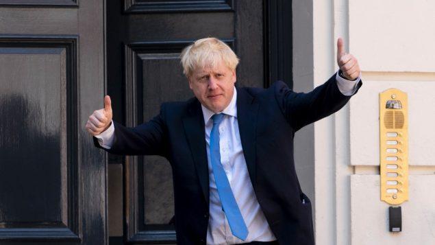 الزعيم الجديد لحزب المحافظين البريطاني ورئيس الوزراء البريطاني المقبل بوريس جونسون يصل إلى مقر حزب المحافظين في وسط لندن، 23 يوليو، 2019.  ( Niklas HALLE'N / AFP)