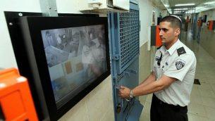 توضيحية: داخل سجن 'نيتسان' في الرملة، 27 فبراير، 2012 (Moshe Shai/Flash90)