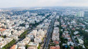 صورة من الجو لمدينة رحوفوت، 30 يونيو، 2017. (Gidi Avinary/Flash90)