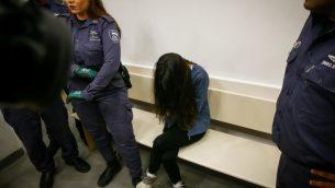 كرمل ماودا، مديرة حضانة تم تصويرها اثناء الإساءة لاطفال، داخل محكمة في اللد، 7 يوليو 2019 (Flash90)