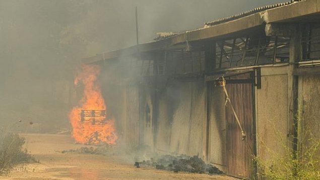 حريق في مبنى داخل مستوطنة شافي شومرون في الضفة الغربية، 17 يوليو 2019 (Sraya Diamant/Flash90)