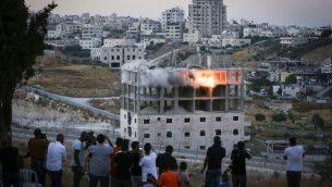 مبنى فلسطيني تفجره القوات الإسرائيلية في صور باهر، جنول القدس، 22 يوليو 2019 (Wisam Hashlamoun/Flash90)