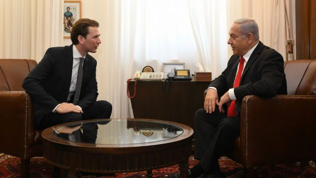 المستشار النمساوي السابق سيباستيان كورتس ورئيس الوزراء بنيامين نتنياهو خلال لقاء في القدس، 10 يوليو 2019 (Kobi Gideon/GPO)