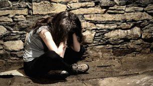 توضيحية: امرأة شابة ضحية عنف.  (Tunatura; iStock by Getty Images)
