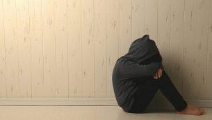 صورة توضيحية لطفلة حزينة. (Takasuu/iStock by Getty Images)