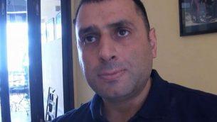 صهيب يوسف، ابن المؤسس المشارك لحركة حماس يتحدث مع قناة تلفزيونية إسرائيلية بعد انشقاقه عن الحركة التي يتهمها بالفساد، يونيو 2019. (screencapture/Channel 12)
