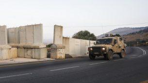 مركبة عسكرية اسرائيلية تجري دورية عند الحدود الإسرائيلية اللبنانية، 26 اغسطس 2019 (JALAA MAREY / AFP)