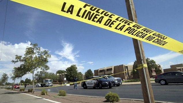 شريط شرطة في مفرق بالقرب من موقع اطلاق نار داخل مجمع تجاري في ال باسو، تكساس، 3 اغسطس 2019 (AP Photo/Rudy Gutierrez)