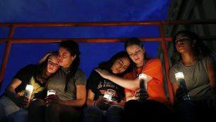 اضاءة شموع في ذكرى ضحايا هجوم اطلاق نار في ال باسو، تكساس، 3 اغسطس 2019 (AP Photo/John Locher)