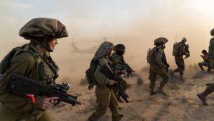 صورة توضيحية: جنود وجنديات في وحدة كاراكال القتالية خلال تدريب لمواجهة هجوم لتنظيم الدولة الإسلامية في جنوب اسرائيل، اواخر شهر مارس 2017 (IDF Spokesperson's Unit)