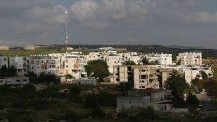 مستوطنة عيمانويل في الضفة الغربية، 12 ابريل 2010 (Kobi Gideon/Flash90)