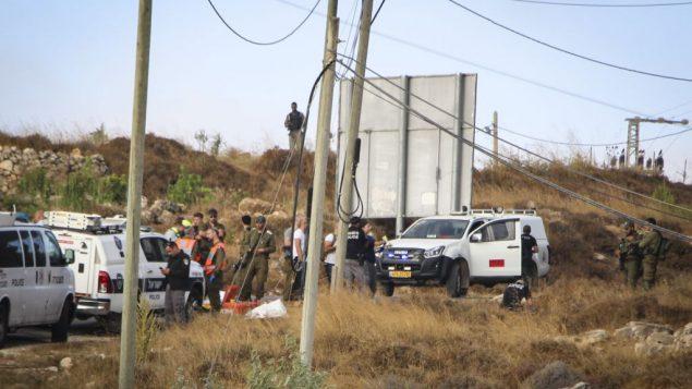 قوات الامن في موقع العثور على جثمان جندي اسرائيلي خارج الخدمة تعرض للطعن، بالقرب من مستوطنة ميجدال عوز في منطقة عتصيون، 8 اغسطس 2019 (Gershon Elinson/Flash90)