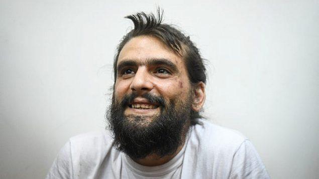 مؤسس شبكة 'تيليغراس' عاموس دوف سيلفر يمثل امام محكمة الصلح في ريشون لتسيون لتمديد اعتقاله، 18 اغسطس 2019 (Avi Dishi/Flash90)