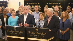 زعيم الأغلبية الديمقراطية في مجلس النواب الأمريكي، ستيني هوير (يمين)، و زعيم الأقلية الجمهورية في مجلس النواب، كيفين مكارثي، مع وفد لأعضاء مجلس النواب الأمريكي في القدس، 11 أغسطس، 2019.  (courtesy Hadari Photography)