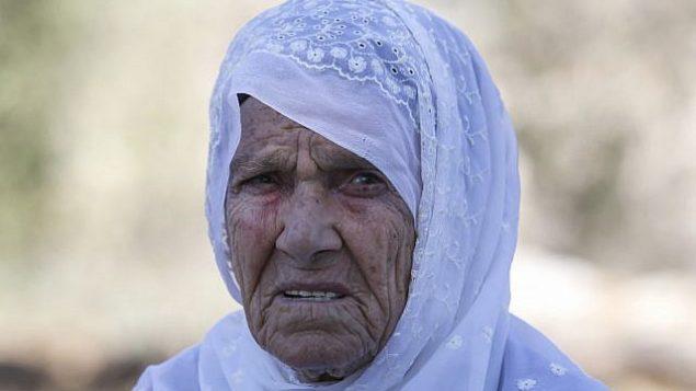مفتية طليب، جدة عضوة الكونغرس الأمريكية رشيدة طليب، في صورة خارج منزلها في قرية بيت عور الفوقا بالضفة الغربية، 15 أغسطس، 2019. (Abbas Momani/AFP)
