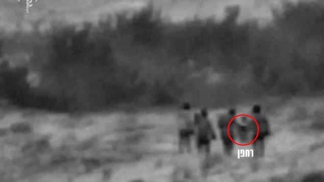 لقطات لما قال الجيش الإسرائيلي إنها عناصر إيرانية حاولت إطلاق طائرة مسيرة محملى بمتفجرات باتجاه شمال إسرائيل من بلدة سورية على الحدود بين سوريا وإسرائيل في 22 أغسطس، 2019. (Israel Defense Forces)