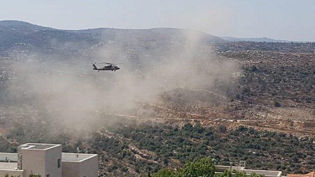 مروحية عسكرية إسرائيلية تنقل ضحايا ما يُشتبه بأنه هجوم وقع في وسط الضفة الغربية، 23 أغسطس، 2019.  (Dolev settlement)