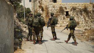 قوات إسرائيلية تعمل في الضفة الغربية في 23 أغسطس، 2019، في أعقاب تفجير دامي وقع بالقرب من مستوطنة دوليف.  (Israel Defense Forces)