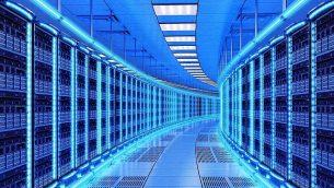 صورة توضيحية لمركز بيانات؛ مزرعة خوادم. (cybrain; iStock by Getty Images)