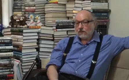جونثان بولارد يتحدث مع القناة 12 داخل منزله (screenshot)