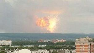 انفجار وقع في 8 اغسطس 2019 داخل في منشأة عسكرية روسية في منطقة القطب الشمالي على سواحل البحر الأبيض (YouTube screenshot)