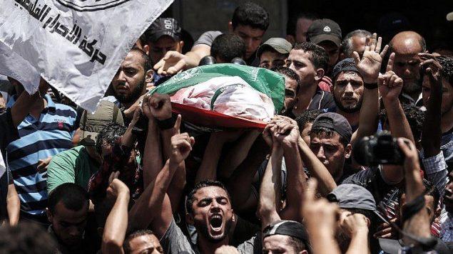 صورة توضيحية/ تشييع جثمان مقاتل تابع لحماس في جباليا، شمال قطاع غزة، 7 اغسطس 2018 (AFP/MAHMUD HAMS)
