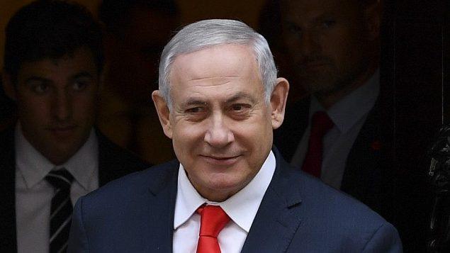 رئيس الوزراء الإسرائيلي بنيامين نتنياهو، يغادر داونينغ ستريت في مركز لندن بعد اللقاء برئيس الوزراء البريطاني بوريس جونسون، 5 اغسطس 2019 (DANIEL LEAL-OLIVAS / AFP)