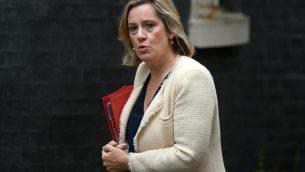 وزيرة العمل والمعاشات البريطانية آمبر رود تصل داونينغ ستريت لجلسة الحكومة، 4 سبتمبر 2019 (DANIEL LEAL-OLIVAS / AFP)