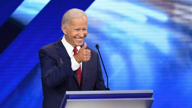 المرشح للانتخابات التمهيدية الديمقراطية للرئاسة الامريكية، نائب الرئيس السابق جو بايدن، خلال المناظرة الديمقراطية الثالثة في موسم الحملة للانتخابات الرئاسية الامريكية لعام 2020، 12 سبتمبر 2019 (ROBYN BECK / AFP)