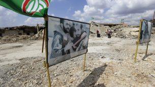 صور اسرى سابقين عند مدخل سجن الخيام الإسرائيلي السابق عند الحدود بين لبنان واسرائيل، 15 سبتمبر 2019 (JOSEPH EID/AFP)