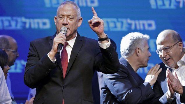 بيني غانتس يلقي خطاب في مقر حزب أزرق أبيض في تل ابيب بعد ظهور نتائج العينات الإنتخابية  18 سبتمبر  2019  EMMANUEL DUNAND / AFP
