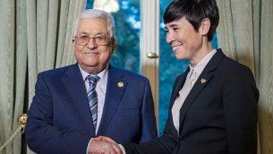 وزيرة الخارجية النرويجية إيني إريسكون تستقبل رئيس السلطة الفلسطينية محمود عباس في أوسلو، النرويج، 18 سبتمبر، 2019.  (Heiko Junge/NTB Scanpix/AFP)