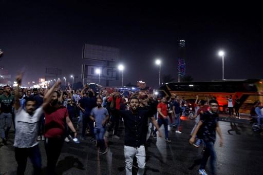 متظاهرون مصريون ينادون الى الاطاحة بالرئيس عبد الفتاح السيسي في وسط مدينة القاهرة، 20 سبتمبر 2019 (STR/AFP)