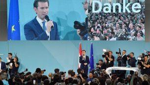 سيبستيان كورتز، زعيم حزب الشعب النمساوي (OeVP) يلقي بخطاب خلال حدث نظمه الحزب في ليلة الإنتخابات في 29 سبتمبر، 2019، بعد نشر نتائج العينات التلفزيونية.  (Joe Klamar/AFP)