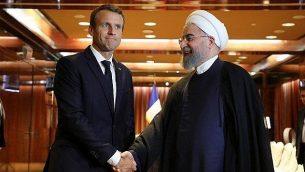 الرئيس الفرنسي إيمانويل ماكرون، يسار الصورة، يلتقي بنظيره الإيراني حسن روحاني في نيويورك، 19 سبتمبر، 2017.  (AFP Photo/Ludovic Marin)
