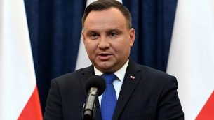الرئيس البولندي أندريه دودا يعقد مؤتمرا صحفيا في 6 فبراير، 2018، في وارسو. (AFP/Janek Skarzynski)