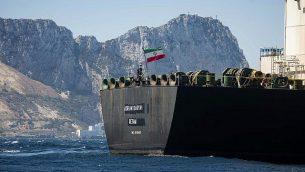 حاملة النفط 'أدريان أريا 1' التي تحمل العلم الإيراني تبحر في مياه منطقة جبل طارق البريطانية، 18 أغسطس، 2019. (AP Photo/Marcos Moreno)