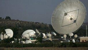 صورة توضيحية لطبق أقمار اطناعية. (Nati Shohat/Flash90)