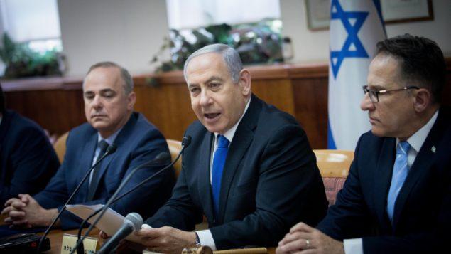 رئيس الوزراء بنيامين نتنياهو يترأس الجلسة الأسبوعية للحكومة في مكتبه بالقدس، 30 يونيو، 2019 (Yonatan Sindel/Flash90)